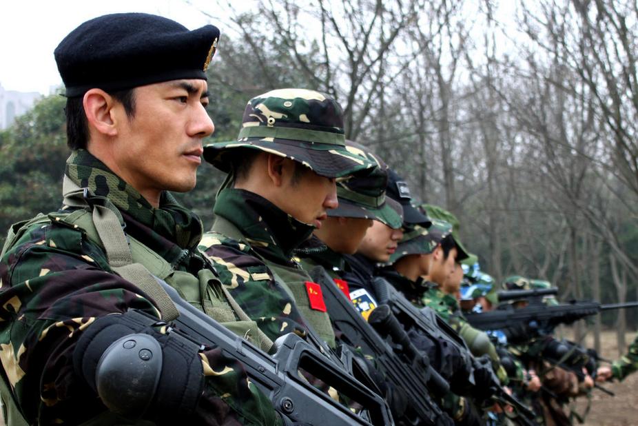 シリア軍に支援する中国陸軍の夜...