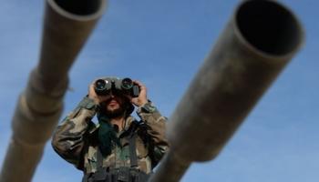 シリア軍はイスリブ東部のヘイアット・タフリール・アル・シャムを攻撃し続ける